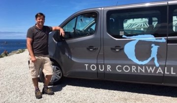 Tour Cornwall bus and guide